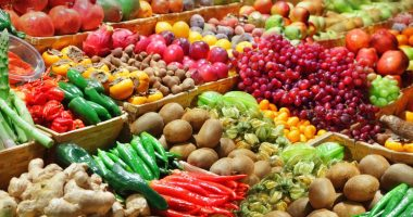 vegan diet | Sickle Cell Disease News | An array of colorful fruits and vegetables in the produce section of a supermarket